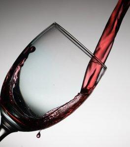 punaviini ja lasi